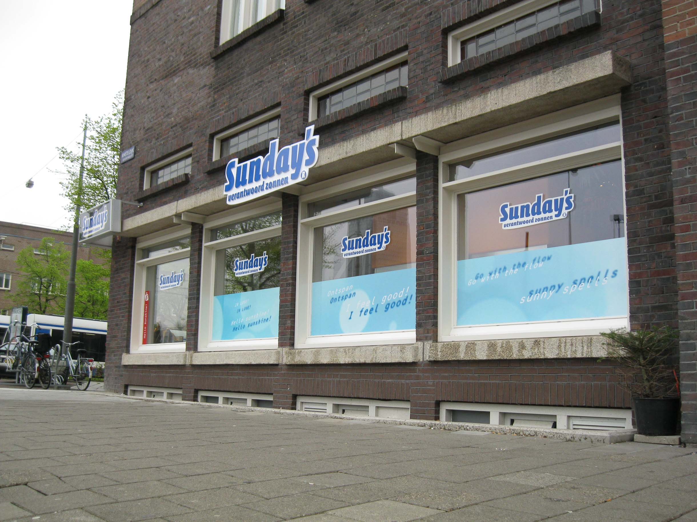 Raambelettering Sunday's Amsterdam Raambelettering - Gevelreclame - Lichtrreclame